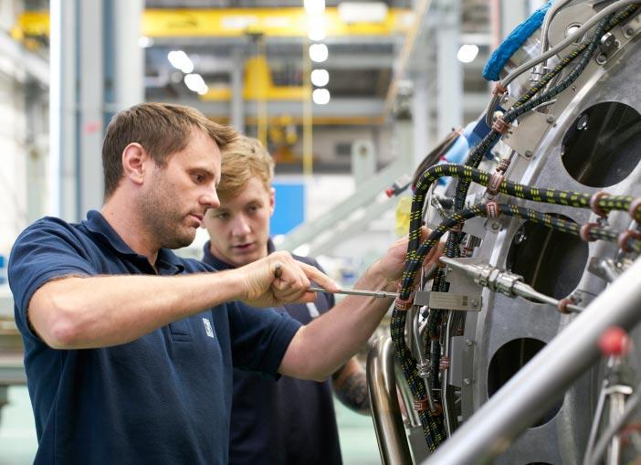 Apprenticeships & School leavers – Rolls-Royce